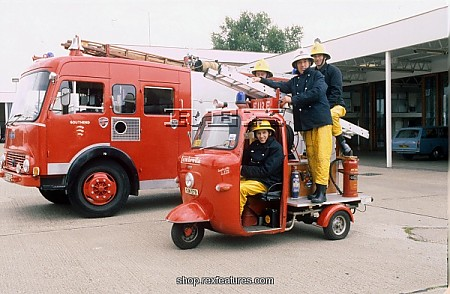 0firemen_with_miniature_lambret