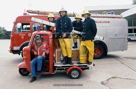 Firemen_with_miniature_lambret