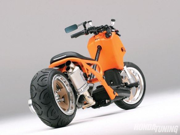 htup_1101_02_o 2004_honda_ruckus rear_right_side_view